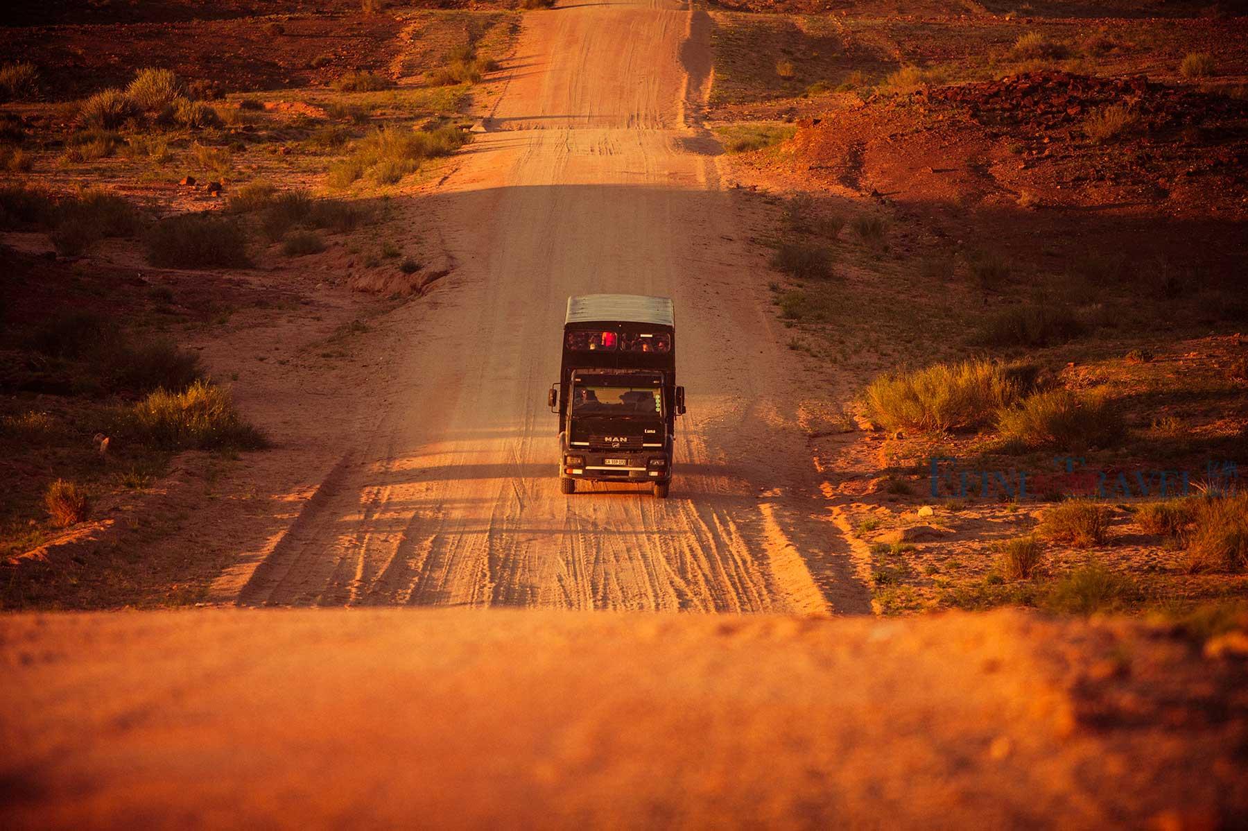 穿越非洲大篷车越野卡车