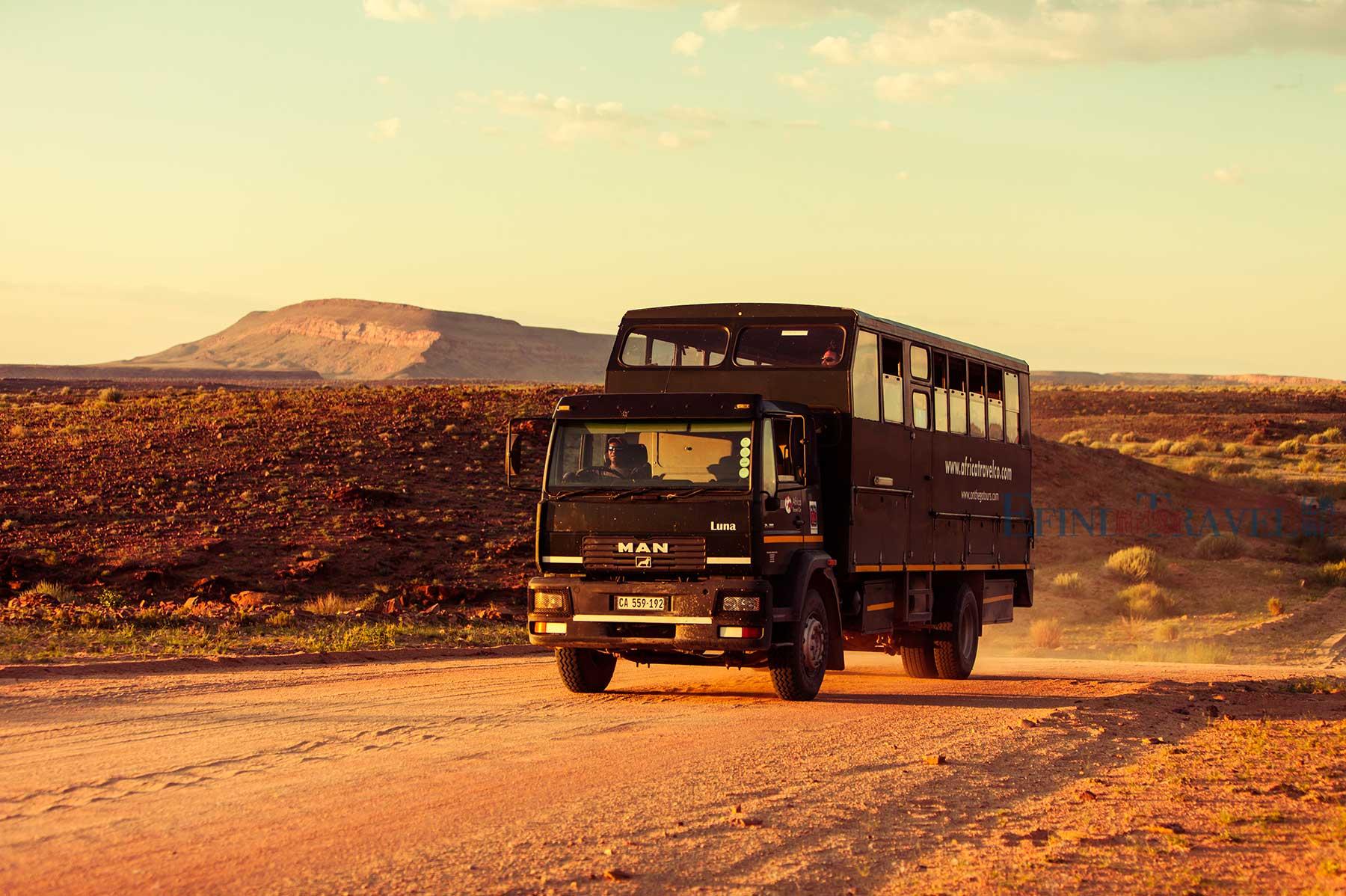 非洲旅游越野卡车