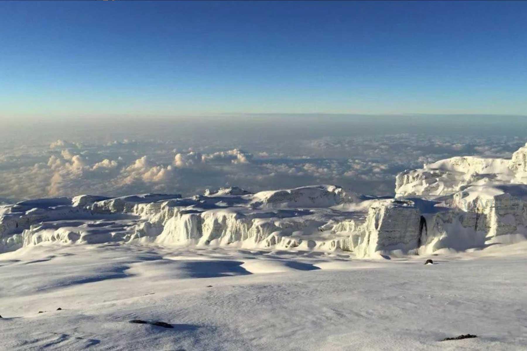 乞力马扎罗山的冰川